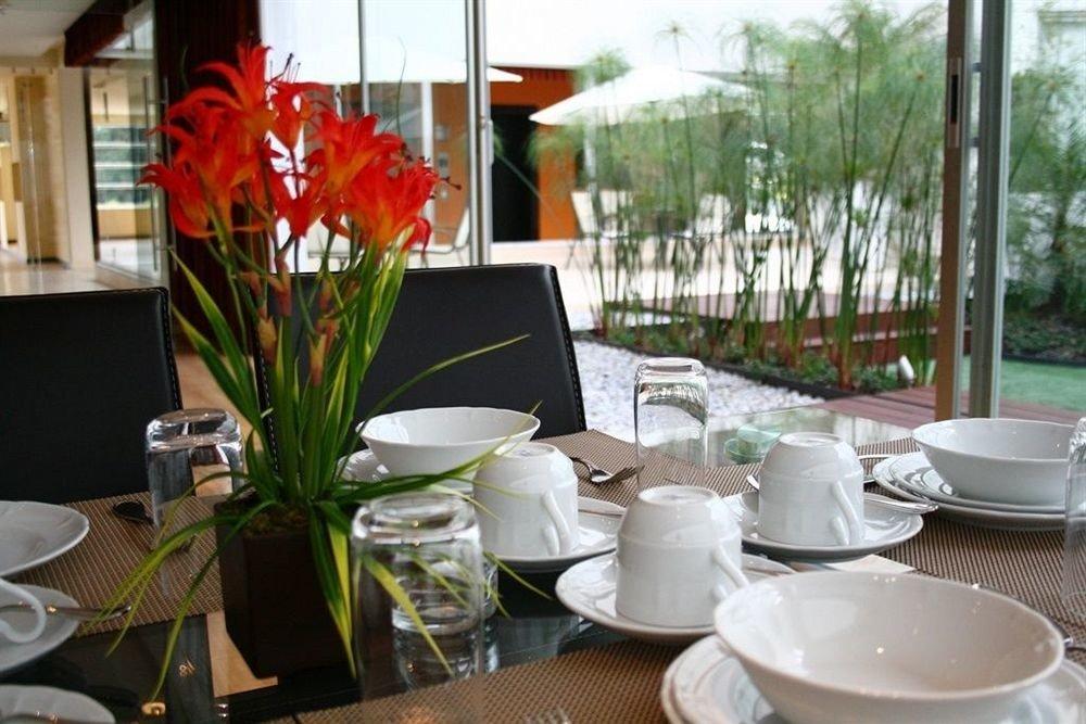 Budget Dining Drink Eat Modern flower floristry restaurant brunch set dining table