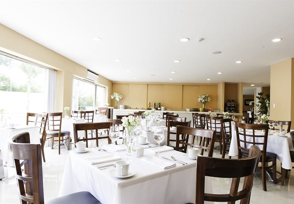 Budget Dining Drink Eat chair property restaurant function hall condominium Resort cafeteria dining table