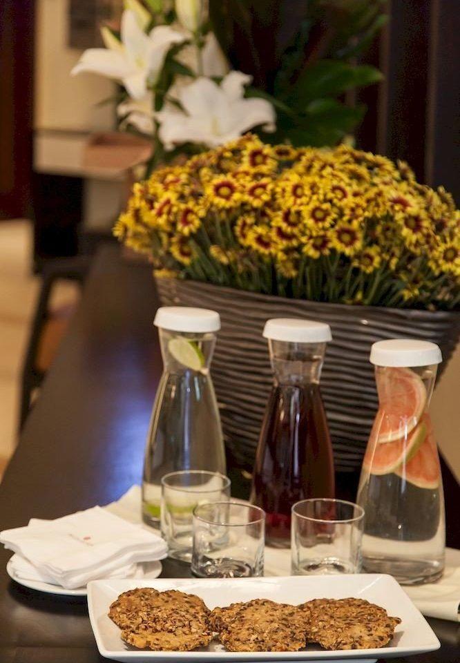 Budget Dining Drink Eat Modern brunch floristry breakfast flower buffet sense lunch centrepiece
