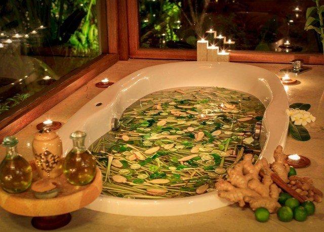 plate dinner buffet restaurant food cuisine vegetable piece de resistance