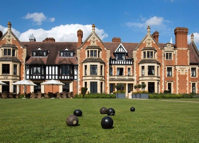 grass sky building stately home property field home house mansion lawn residential area château palace manor house campus