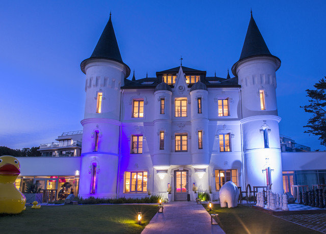 sky landmark building night light evening château castle