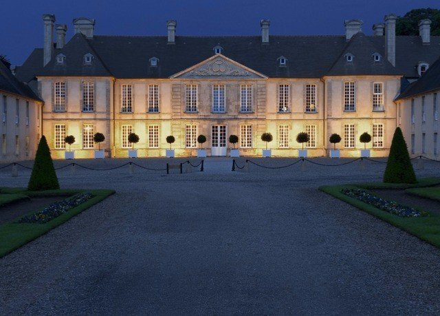 sky building road château castle palace evening mansion town square old