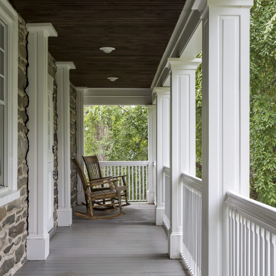 building porch property house home siding cottage white outdoor structure farmhouse mansion stone