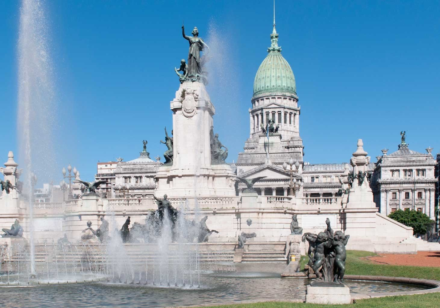 landmark building monument statue fountain plaza town square water feature tours memorial palace