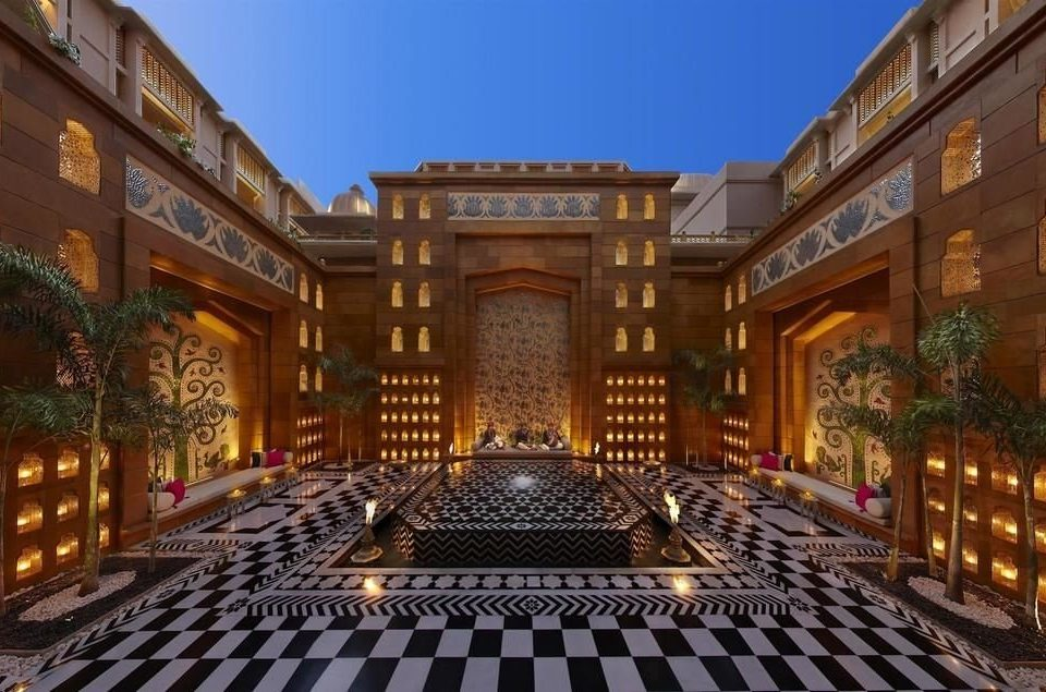 building mansion palace plaza screenshot