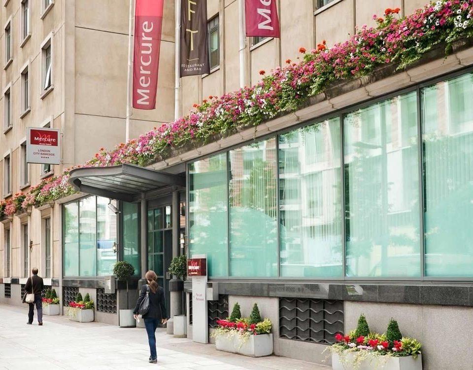 building scene retail shopping mall shopping way sidewalk