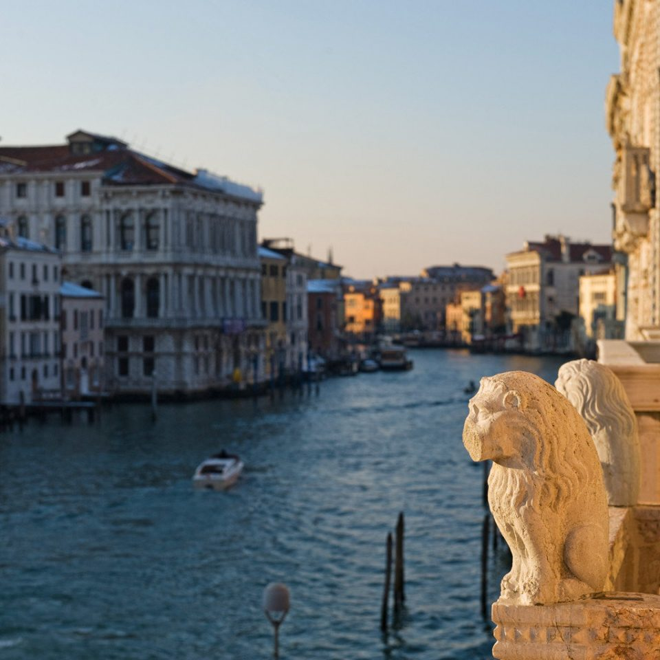 Buildings Cultural Grounds Historic Luxury Romance Scenic views sky Town Canal waterway cityscape