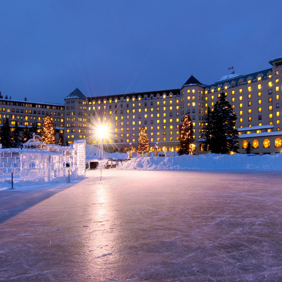 Buildings Grounds Resort sky water snow night Winter weather light evening season ice dusk Downtown ice rink cityscape