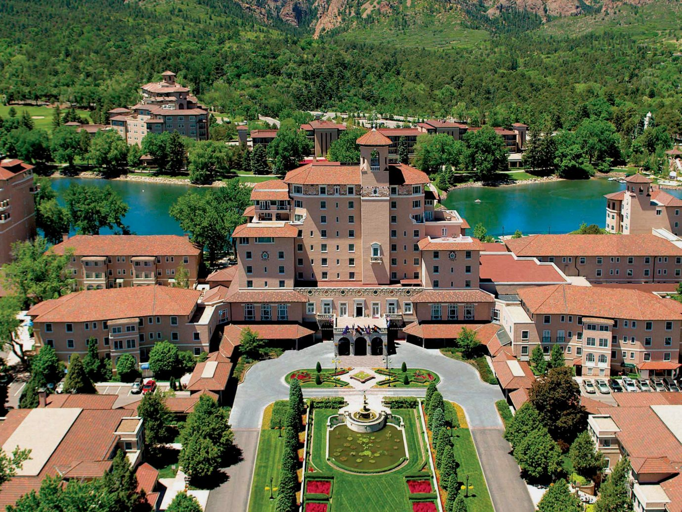 Exterior of the Broadmoor Colorado Springs