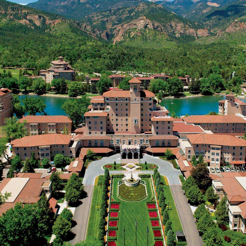 Exterior of the Broadmoor Colorado Springs