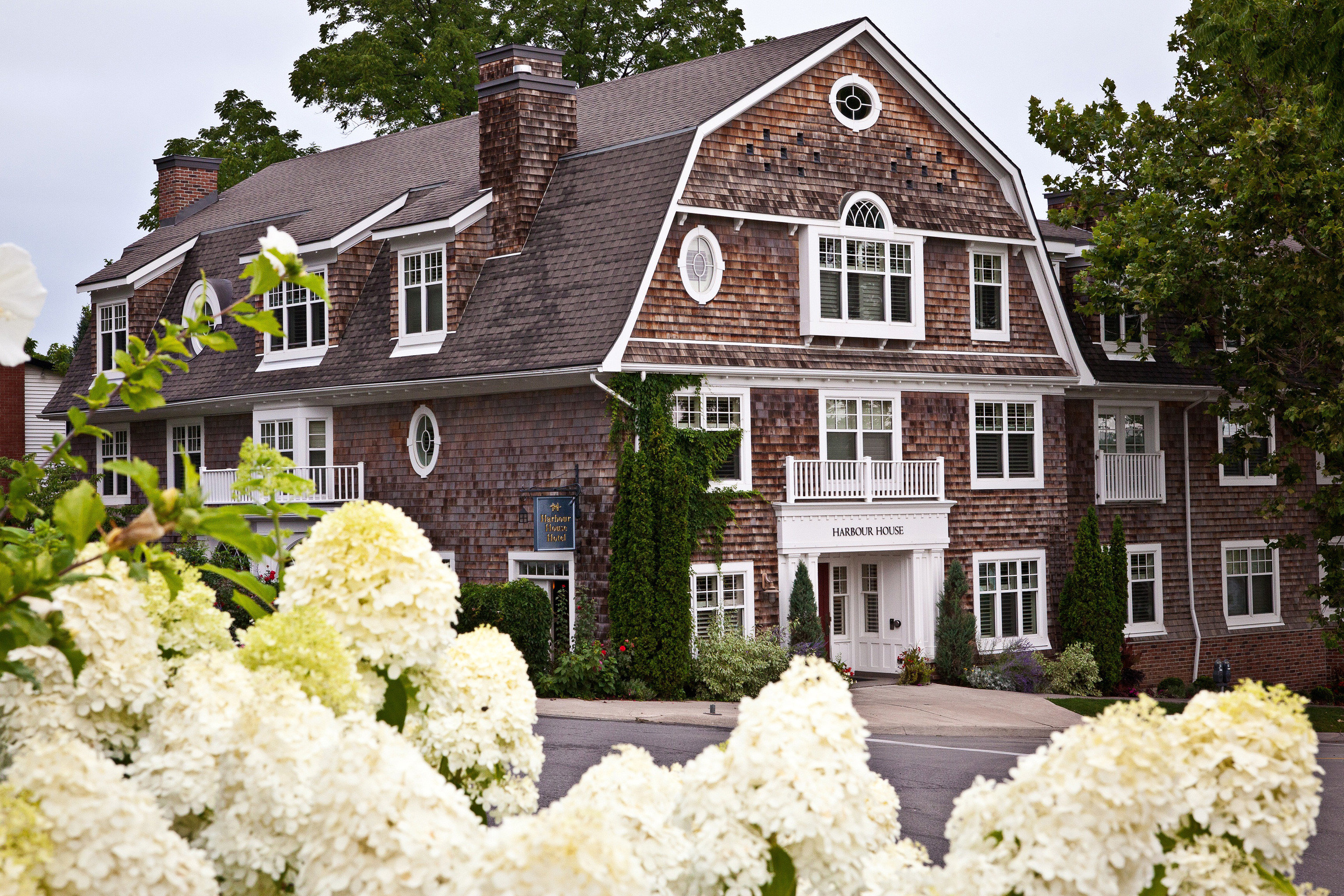 Buildings Exterior Hotels Luxury Romance Romantic Rustic Scenic views building tree house flower home mansion cottage residential area Garden manor house farmhouse