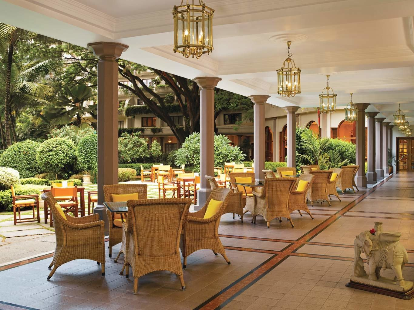 Business City Cultural Dining Elegant Luxury Shop property Lobby restaurant home palace outdoor structure Resort porch hacienda