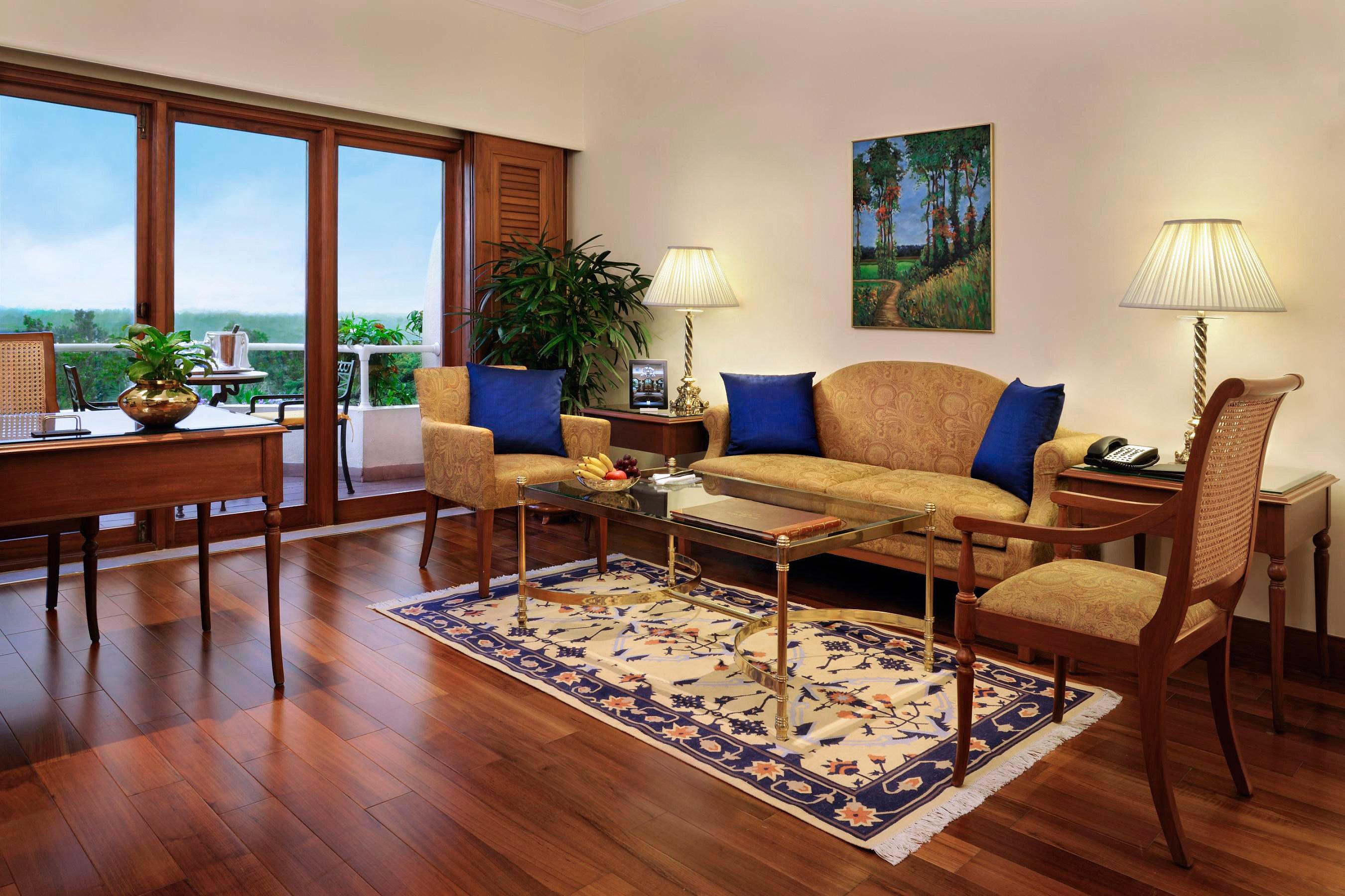 Business City Cultural Elegant Luxury Shop property chair living room hardwood home condominium cottage wood flooring Villa laminate flooring rug