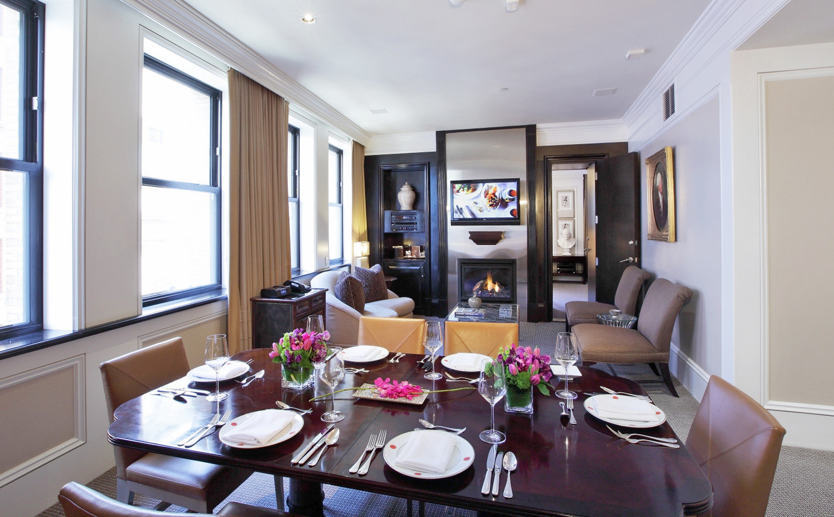 Business Dining Drink Eat Historic Lounge Luxury Modern Romantic Suite property living room condominium home mansion