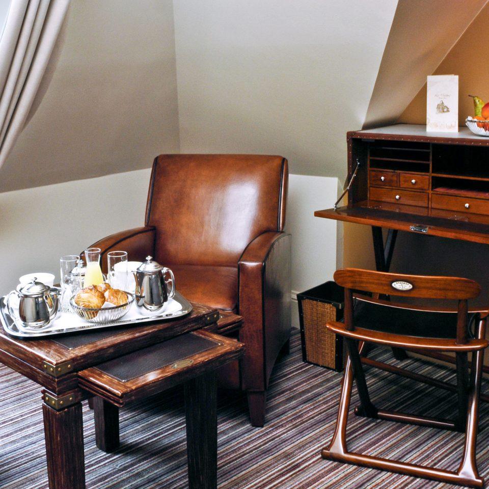 Business Drink Eat Modern chair property hardwood Suite home living room cottage set leather cluttered