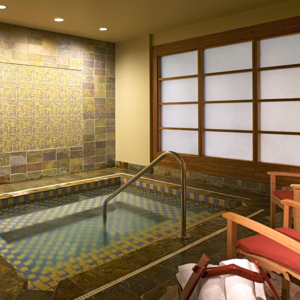 Business Hot tub Hot tub/Jacuzzi Modern Spa Wellness property recreation room Lobby living room