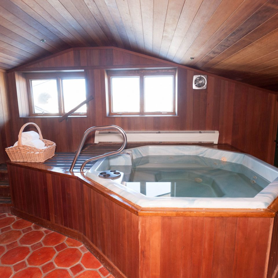 property swimming pool vehicle jacuzzi yacht cottage Cabin bathtub tile tiled bathroom