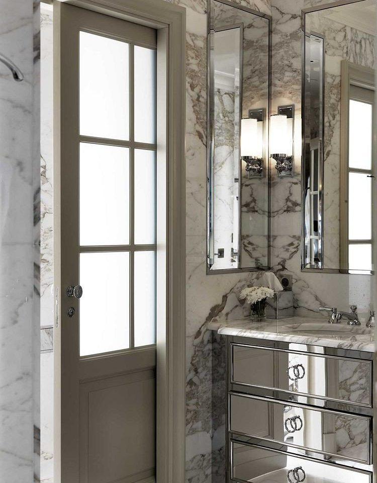 cabinetry door sash window cabinet tiled