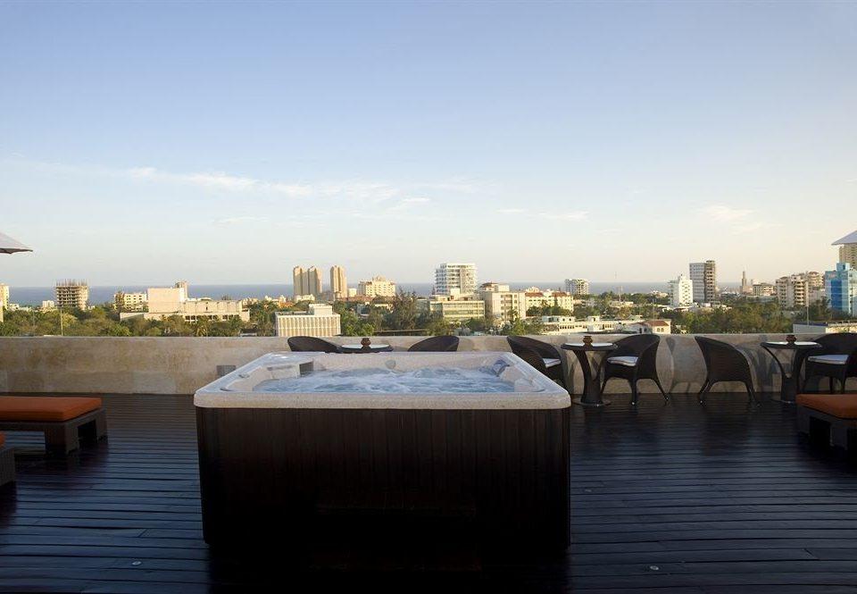 Hot tub/Jacuzzi Outdoors Scenic views sky marina dock City waterway vehicle skyline Downtown Canal Sea cityscape