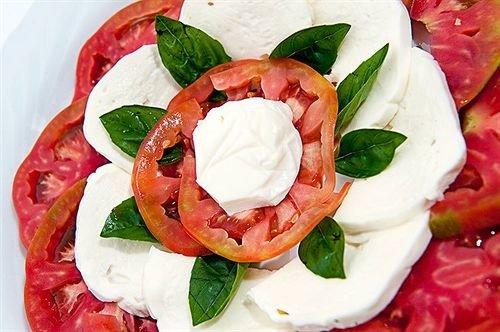 food salad greek salad pavlova hors d oeuvre cuisine caprese salad mozzarella dairy product vegetable greek food flowering plant