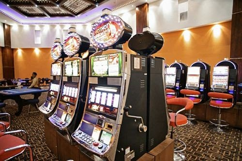 building recreation room machine Casino games cluttered