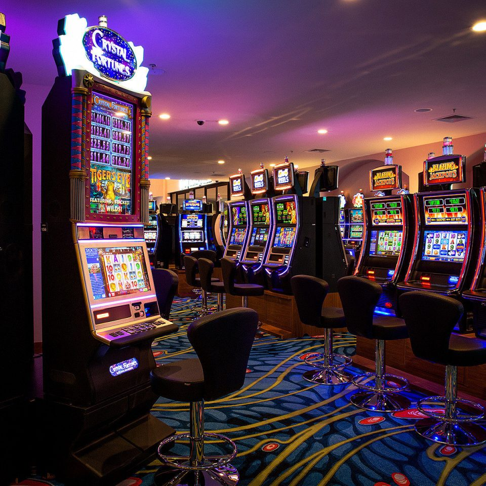 Casino Nightlife Play Resort slot machine building machine games night