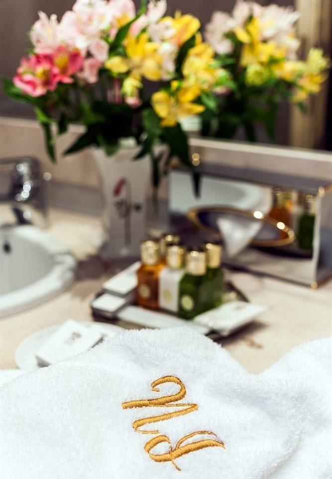 yellow flower flower arranging tablecloth floristry ceremony floral design centrepiece textile