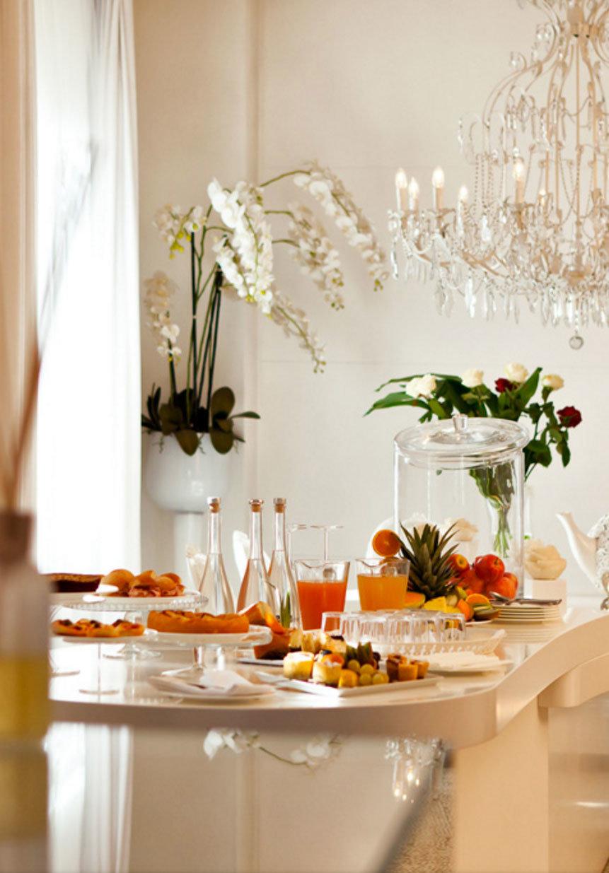 flower arranging floristry flower centrepiece floral design counter dining table