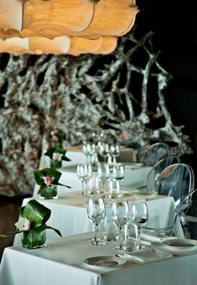 centrepiece lighting restaurant flower dining table