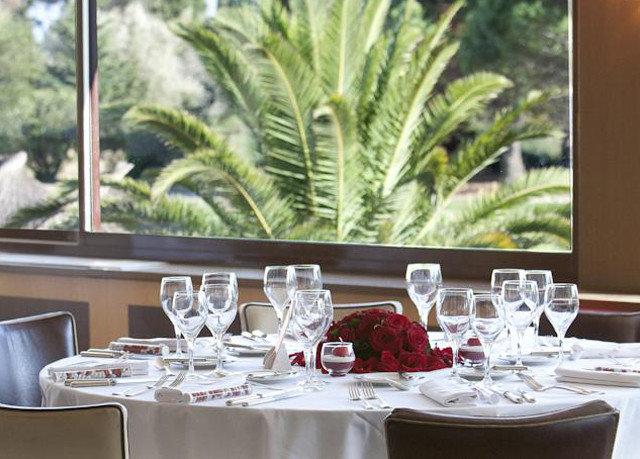 restaurant centrepiece dining table