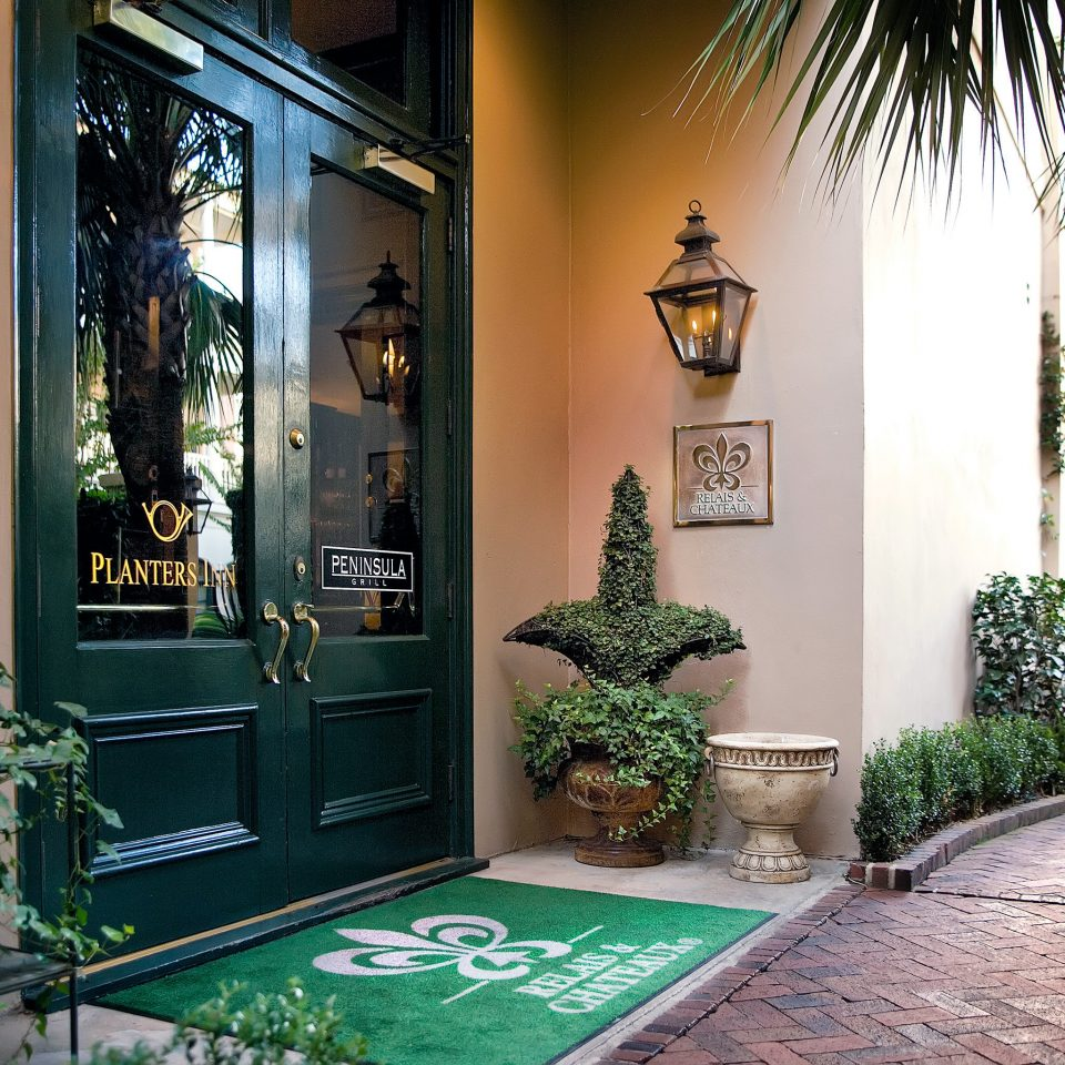 Elegant Exterior Grounds Hotels Inn tree plant Lobby home mansion restaurant Courtyard palm Garden bushes Resort Christmas