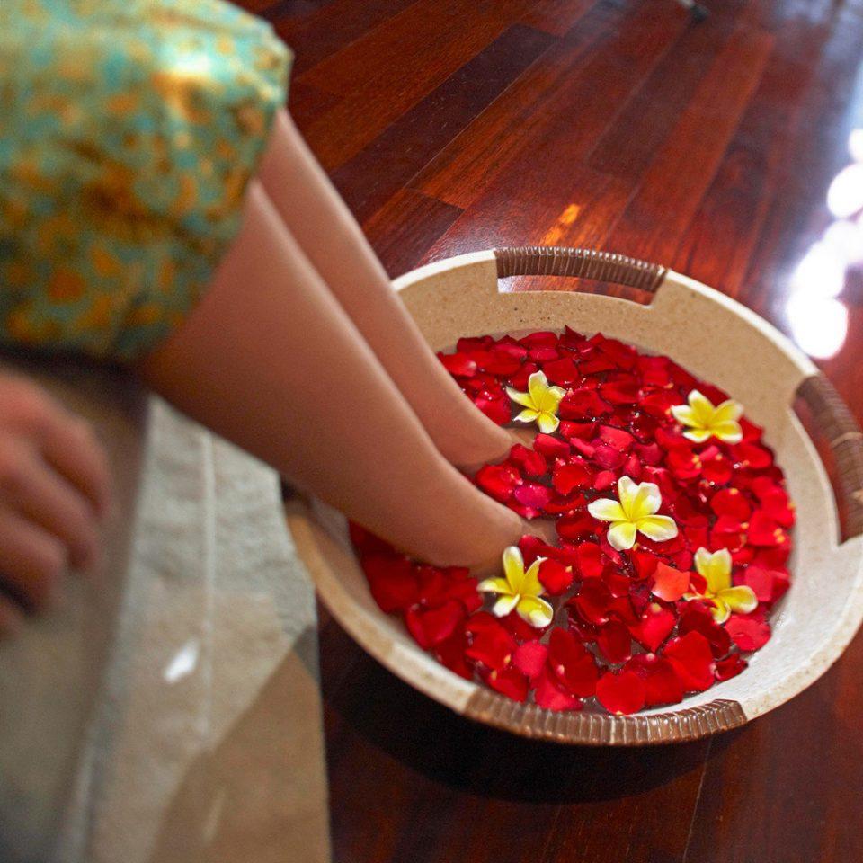 Luxury Romantic Spa color red plate petal flower Christmas sweetness