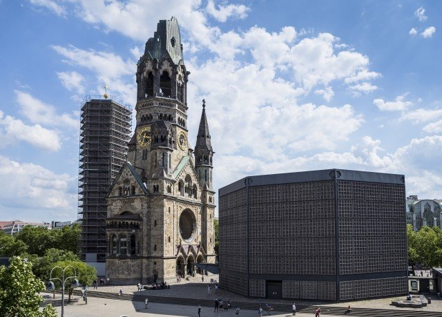 building sky tower landmark tall tours stone place of worship City monument cathedral old Church square