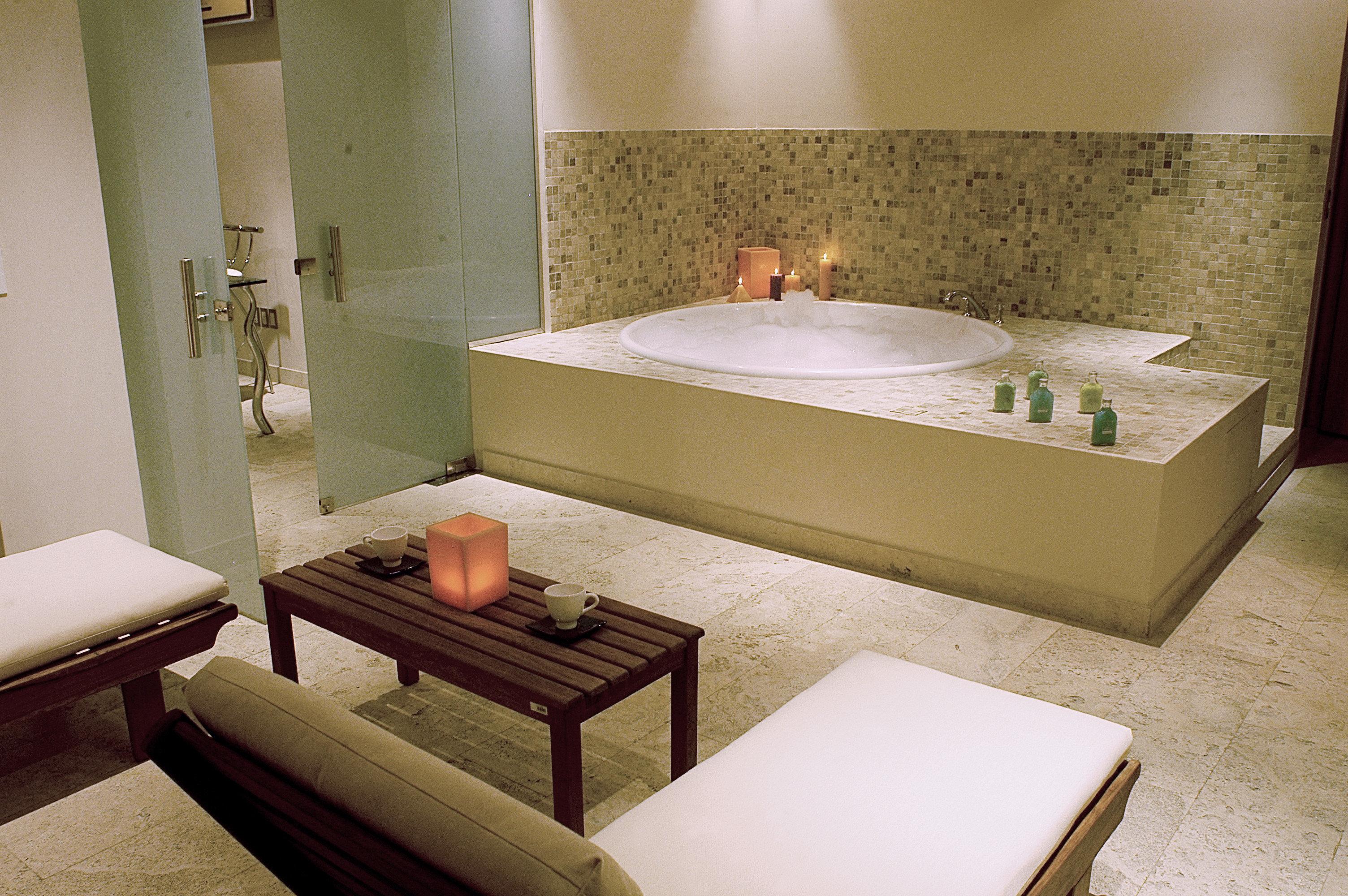 City Classic Cultural Hot tub/Jacuzzi Wellness bathroom mirror sink swimming pool bathtub Suite jacuzzi plumbing fixture colored