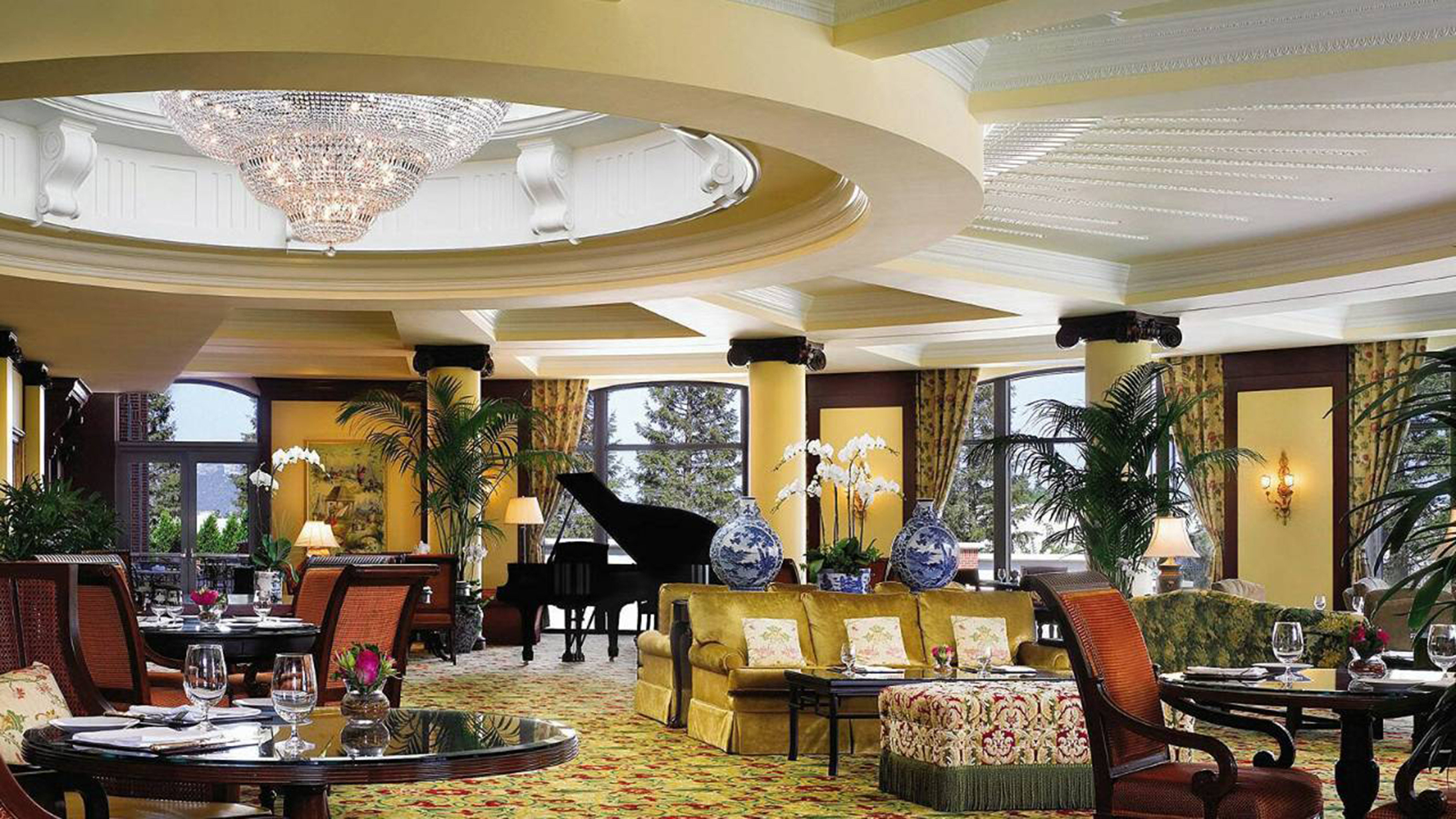 City Classic Dining Drink Eat Elegant Lounge Luxury chair Lobby property restaurant function hall mansion palace Resort arranged dining table