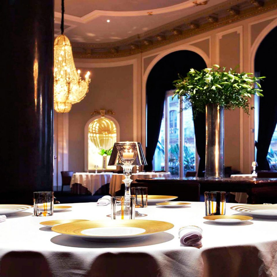 City Classic Dining Drink Eat Elegant Luxury Romantic restaurant function hall Lobby Resort ballroom living room fancy dining table