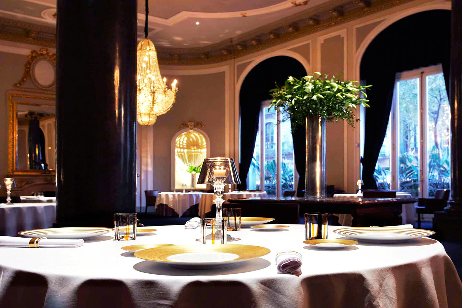 City Classic Dining Drink Eat Elegant Luxury Romantic restaurant function hall Lobby Resort ballroom living room fancy dining table