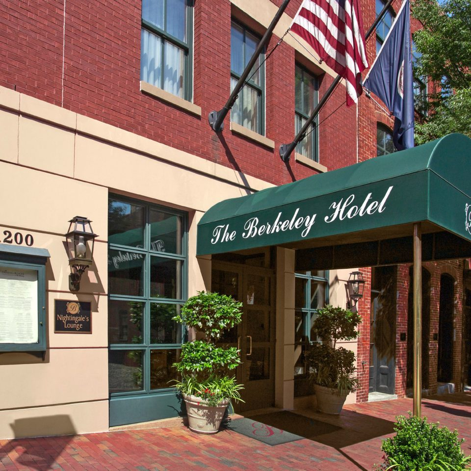 City Classic Exterior building tree neighbourhood Downtown restaurant brick store Shop