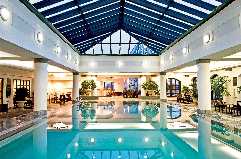 City Classic Elegant Historic Pool Spa Wellness swimming pool leisure property Resort leisure centre home blue condominium mansion