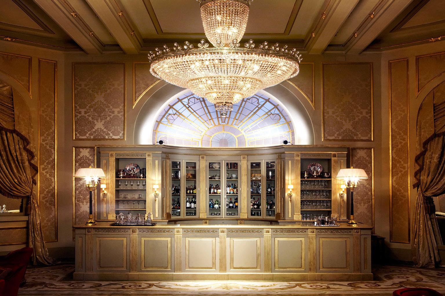 City Classic Elegant Lounge Luxury Romantic building Lobby palace mansion lighting chapel ballroom hall synagogue place of worship