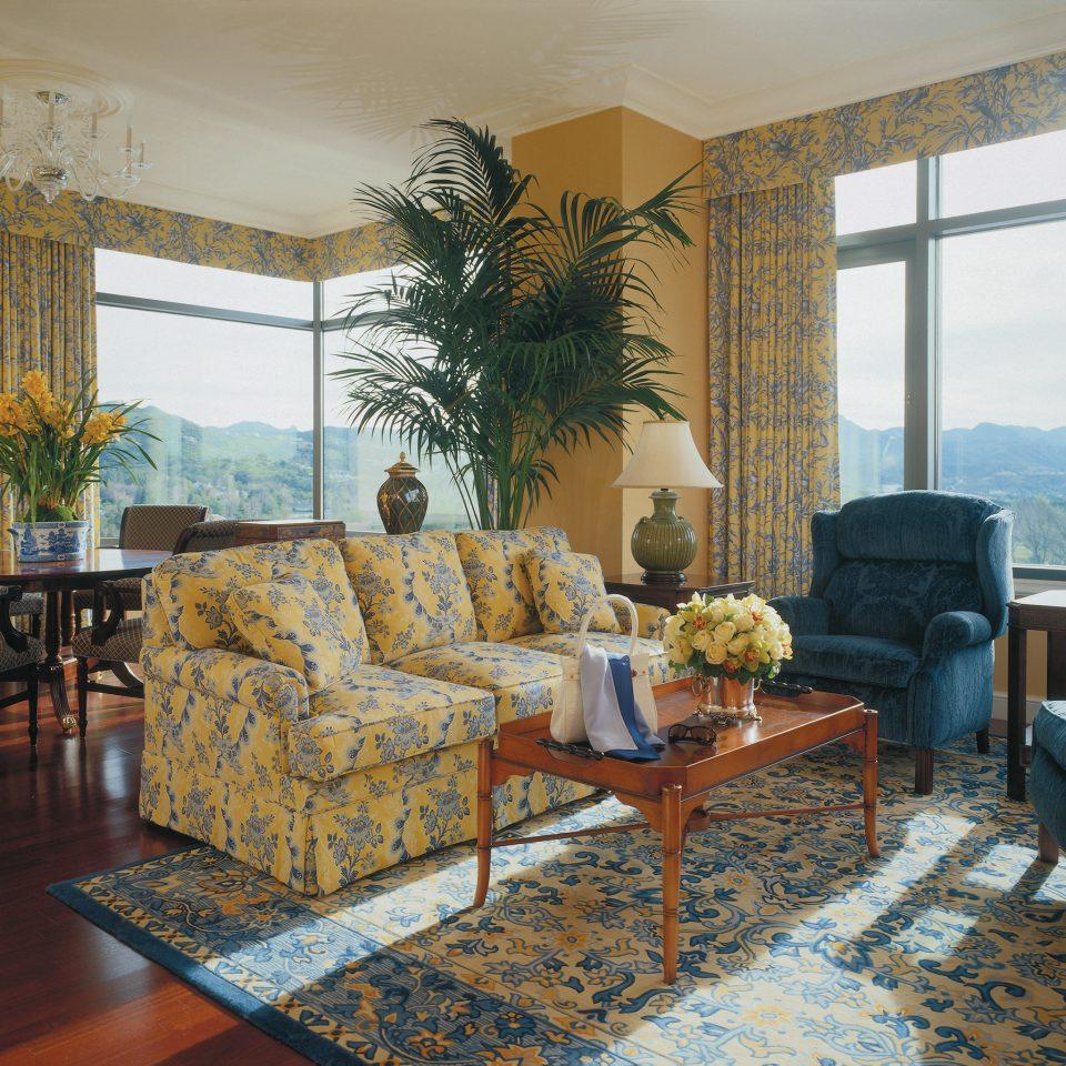 City Classic Elegant Lounge Luxury Scenic views Suite living room property home Villa condominium cottage porch