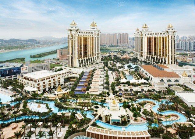 plaza landmark building palace Resort condominium town square Deck City colonnade