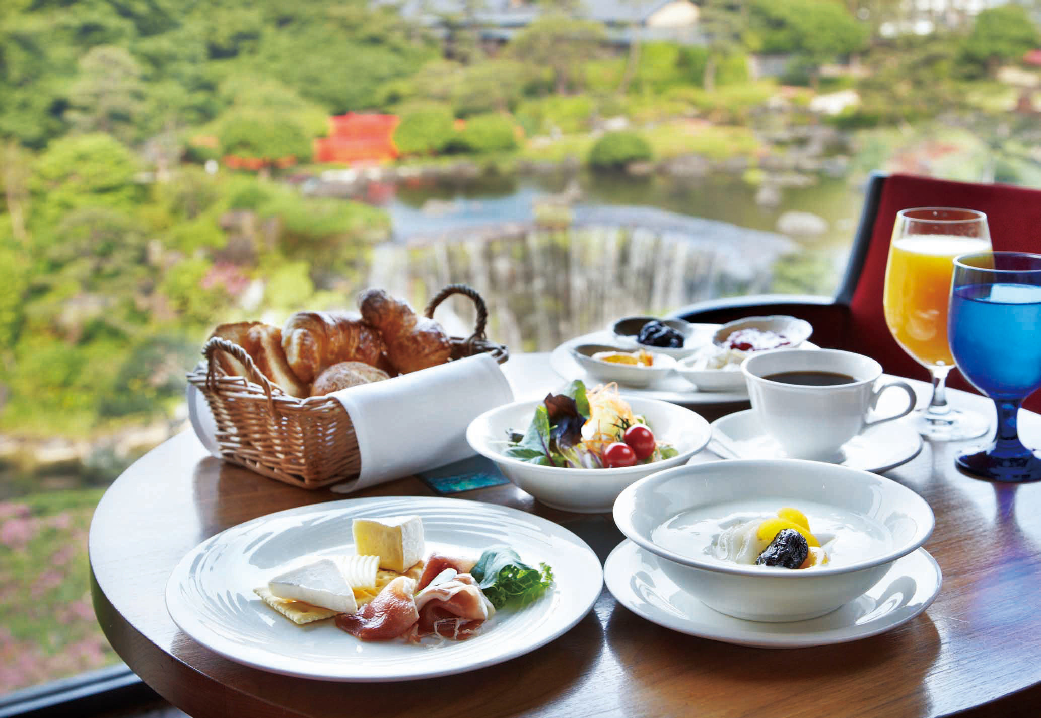 City Dining Drink Eat Outdoors Resort Rooftop Waterfall plate food Picnic breakfast lunch brunch restaurant cuisine