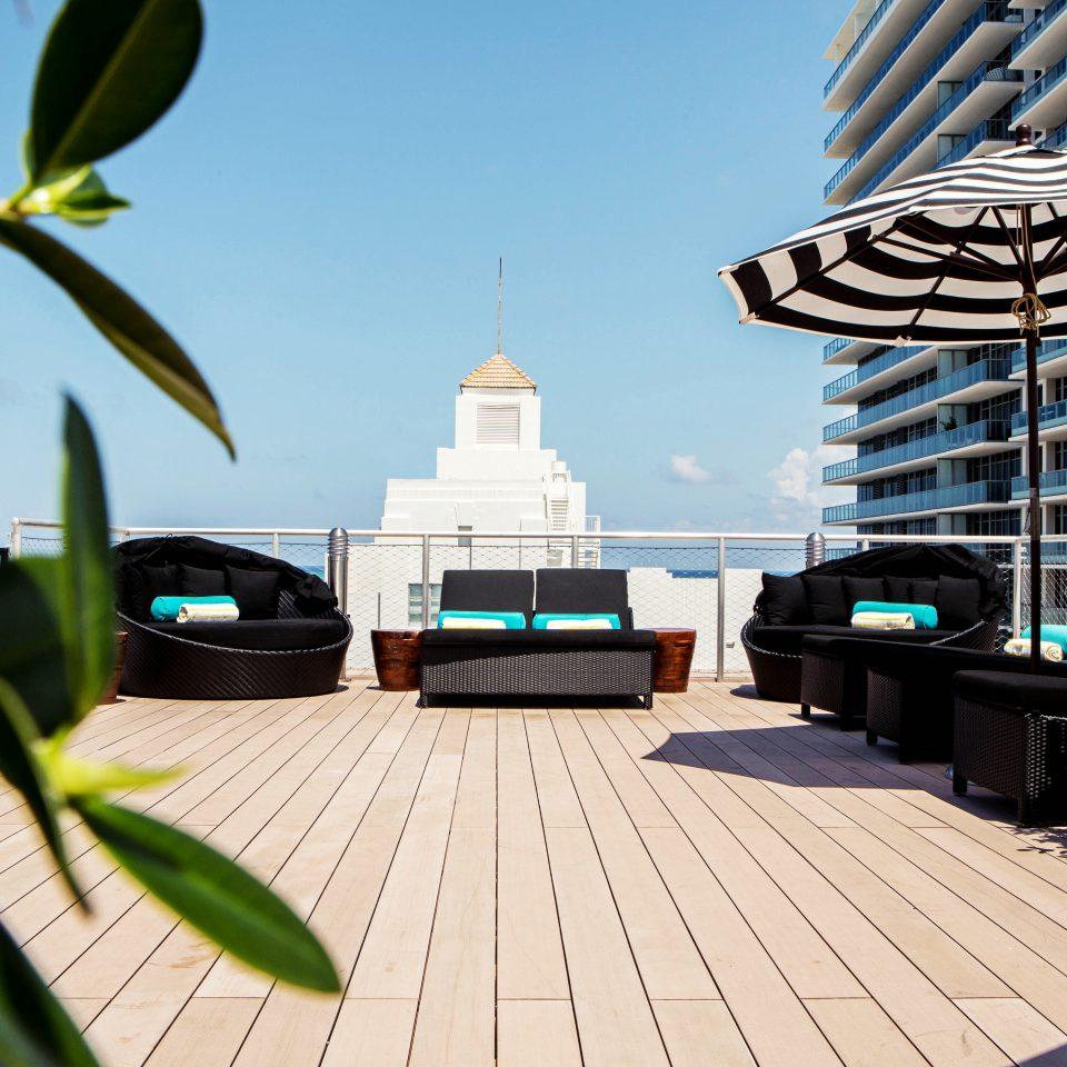 City Exterior Hip Lounge Luxury Modern walkway plant Resort condominium home swimming pool outdoor structure
