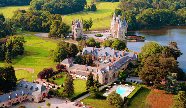 tree grass Nature aerial photography photography bird's eye view château national trust for places of historic interest or natural beauty landscape rural area water mansion house home sky Village City stately home Garden surrounded engine castle lush hillside