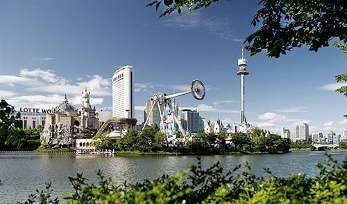 tree water landmark River Lake park skyline City cityscape panorama amusement park surrounded