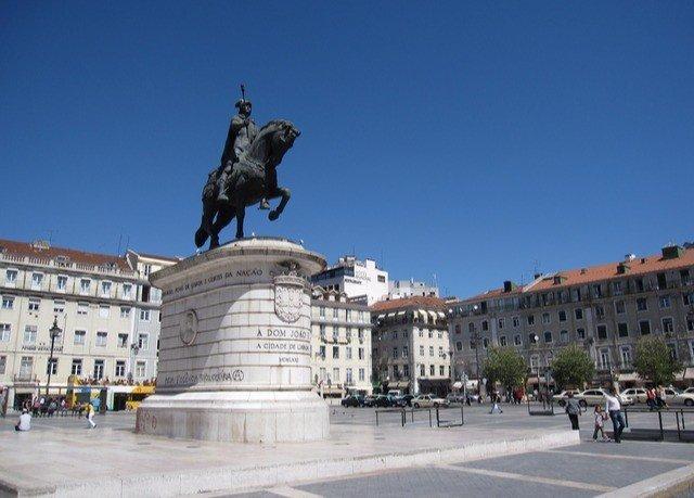 sky plaza landmark monument town square City statue tours memorial square