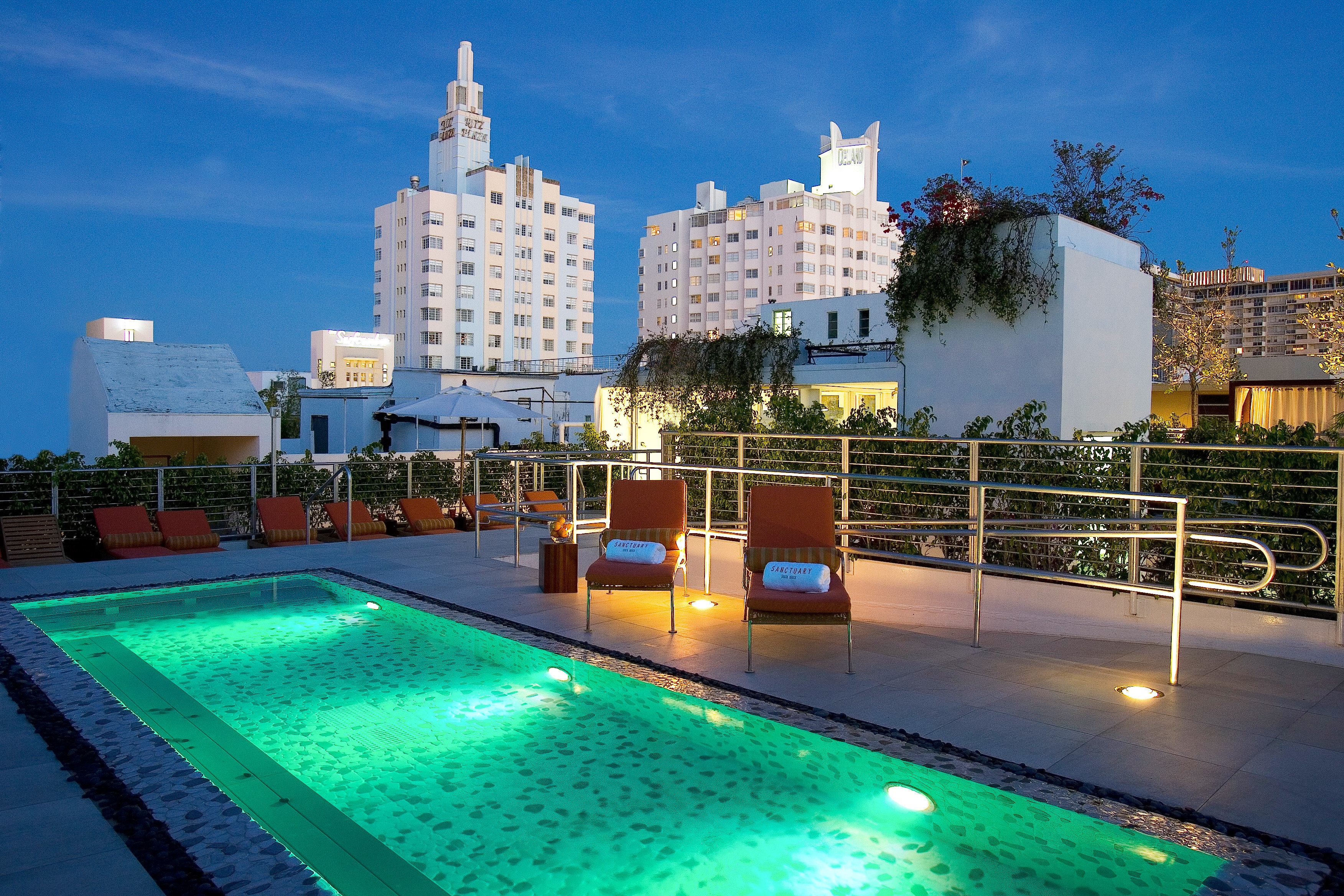 City Lounge Luxury Modern Pool sky swimming pool property leisure condominium Resort reflecting pool swimming