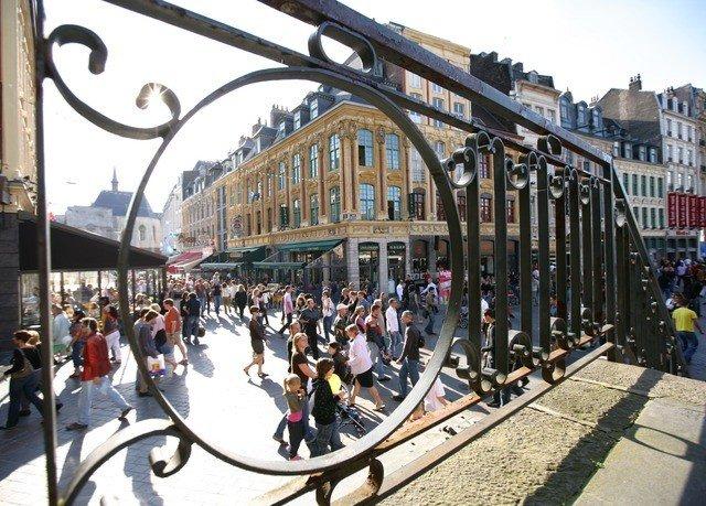 transport sidewalk public transport plaza pedestrian vehicle tours City
